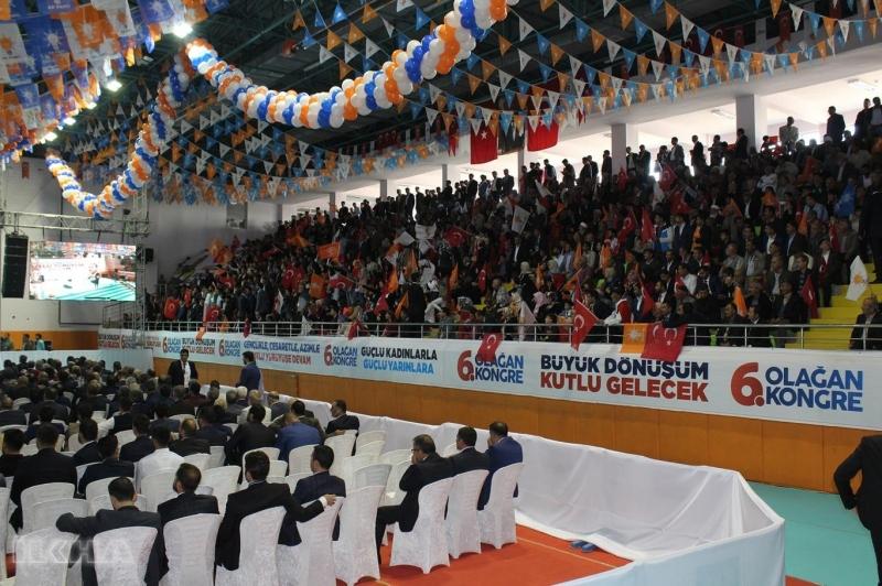 Fırat Üniversitesi Akademik açılışını gerçekleştiren Başbakan Yıldırım, 2018 yılında öğrenci burslarının 425 TL'den 470 TL'ye çıkarılacağını belirtti. 2003 yılından bu yana eğitimde yaşanan gelişmelere ilgili bilgi veren Başbakan Yıldırım daha sonra AK Parti Merkez İlçe Kongresine katılmak için Yakup Kılıç Spor Salonuna geçti.