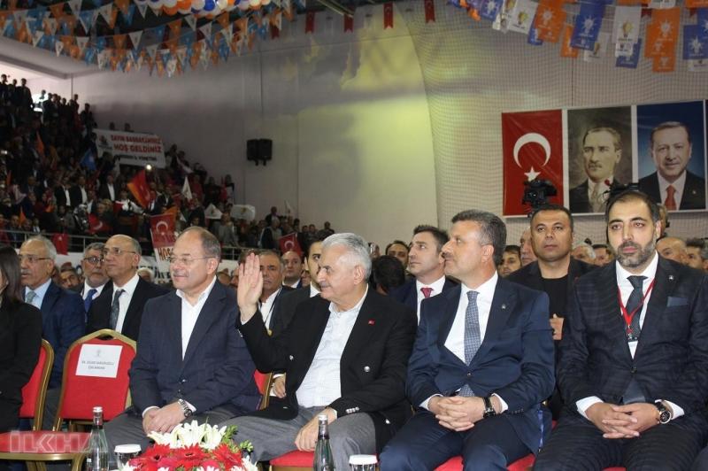 """Yıldırım, burada yaptığı konuşmada gündeme dair önemli açıklamalarda bulundu. Yıldırım, """" Bizim millete muhabbetimizi sevgimizi anlayamayanlar varsın anlayamasın. Bu kutlu yürüyüşü devam. Türkiye'nin geleceğini şekillendirecek yeni döneme giriyoruz Türkiye'nin dönemin adını 16 Nisan'da koydu. 2019'da 3 seçim yapacağız ve Türkiye'nin gelecek 5 yılına damgasını vuracak kararı 2019'da vereceğiz."""" dedi."""