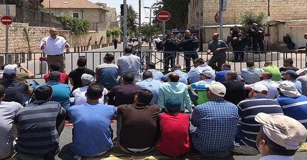 Cuma namazı Kudüs caddelerinde kılındı