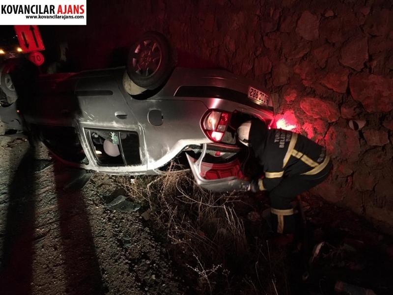 Duvara Çarpan Araç Ters Döndü : 2 Yaralı-VİDEO