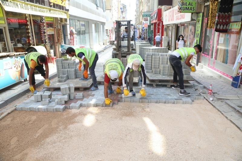 Elazığ Belediyesi çevre düzenleme çalışmalarını sürdürüyor