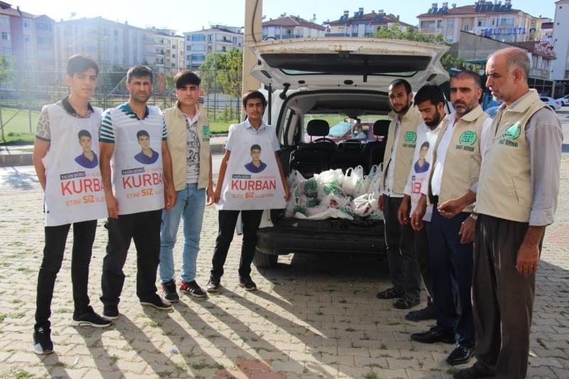 Elazığ Umut Kervanı Kurban Bayramında 600 Aileye Kurban Eti Dağıttı