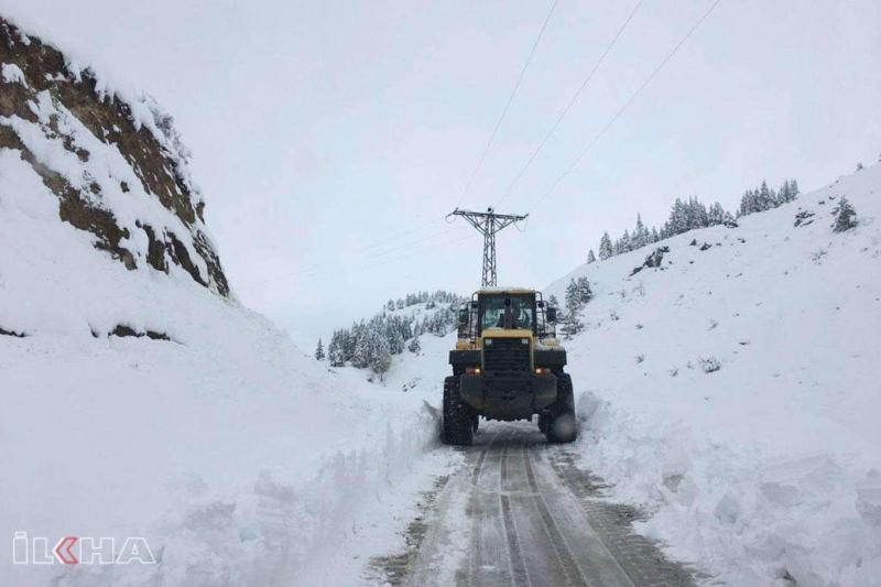 Elâzığ'da kar nedeniyle 88 köy yolu ulaşıma kapandı
