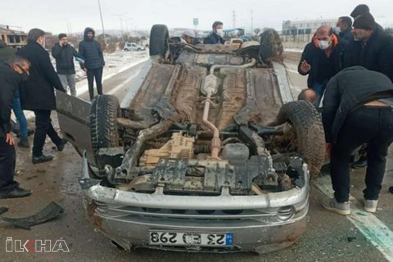 Elâzığ'da otomobil devrildi 2 yaralı