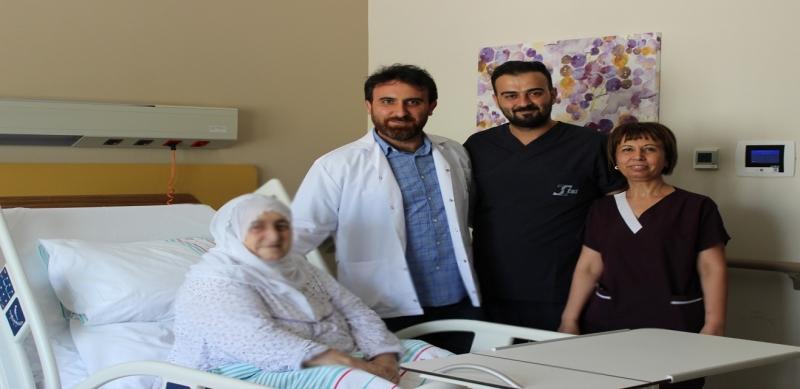 Tümör Protezi İle Yeniden Yürümeye Başladı