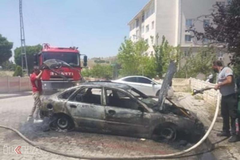 Kovancılar`da Alev alan otomobil küle döndü