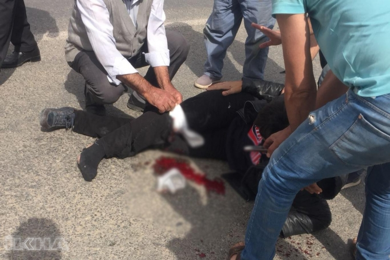 Kovancılar`da Motosiklet otomobile çarptı: 2 yaralı
