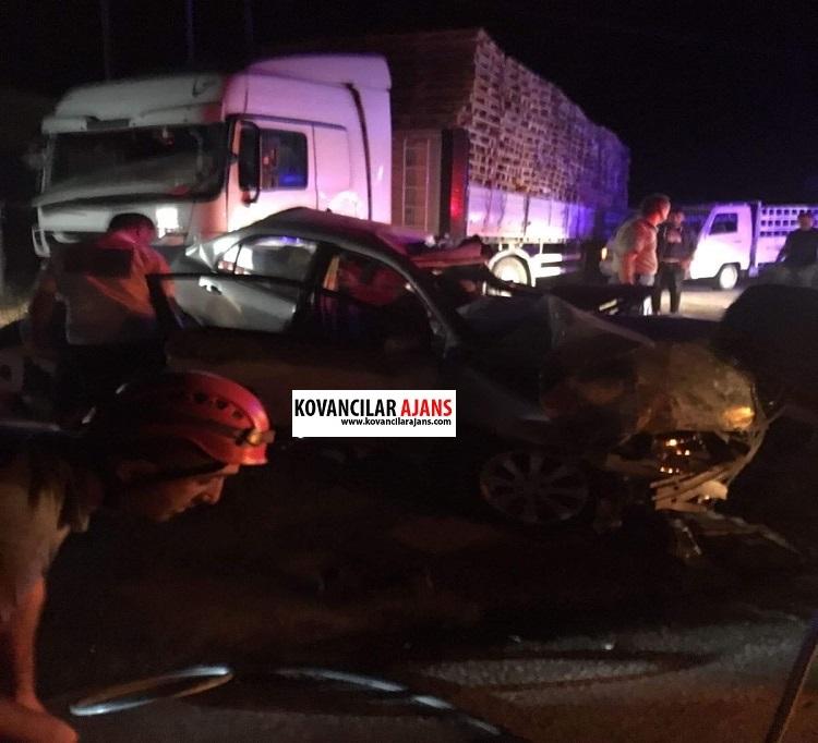 Kovancılar`da Otomobil Tırın Altına girdi: 3 Ölü