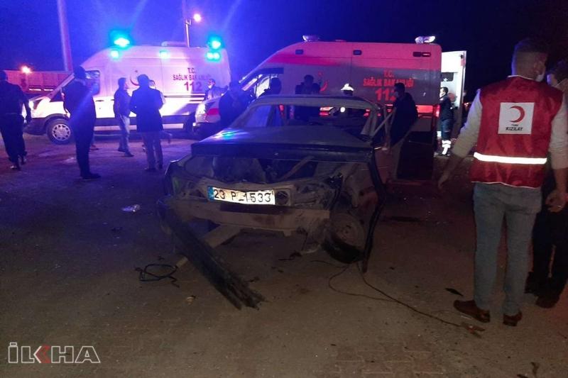 Kovancılar`da trafik kazası: 2'si çocuk 6 yaralı