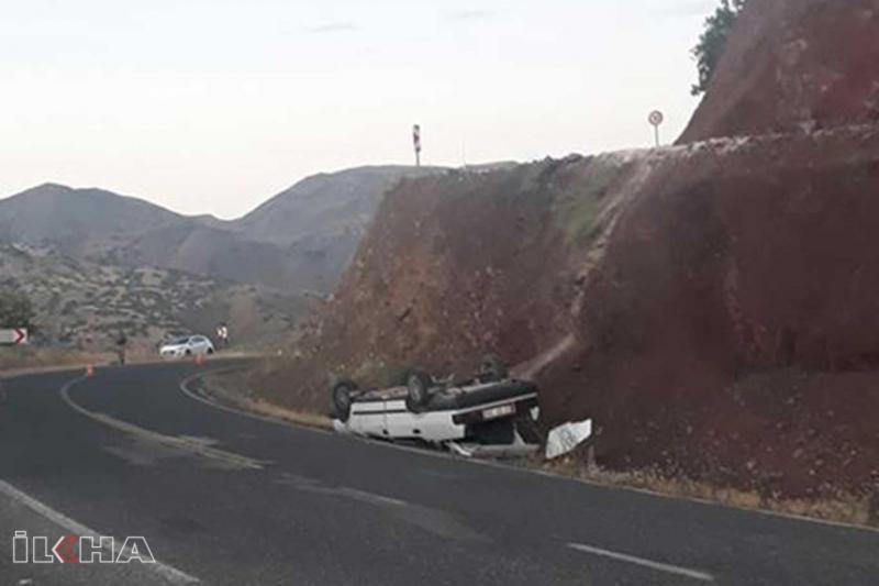 Köy yolundaki yükseltiden anayola düşen otomobilde bir kişi yaralandı