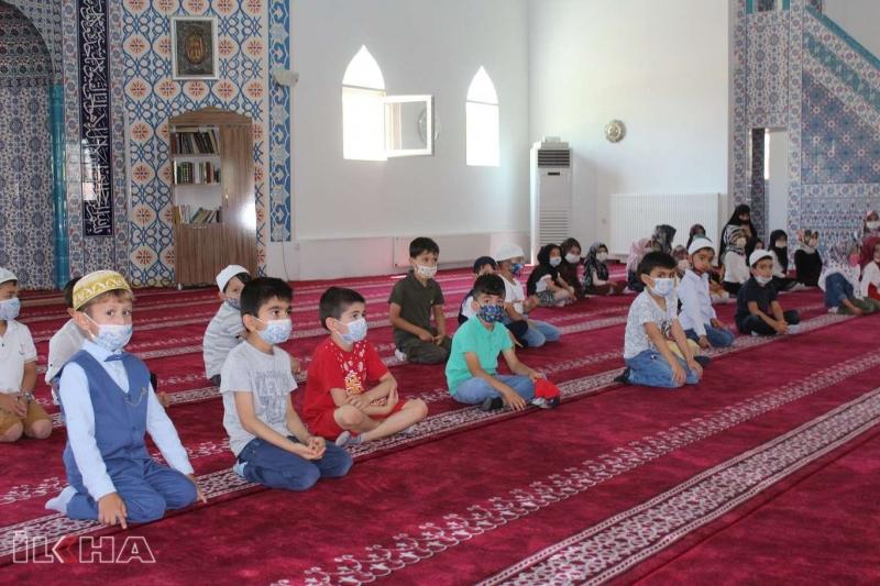 Palu`da 4-6 yaş Kur'an Kursu öğrencileri karne sevinci yaşadı