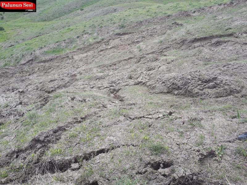 Palu`da Yağan Aşırı Yağmur Dağlarda Heyelana Sebep Oluyor