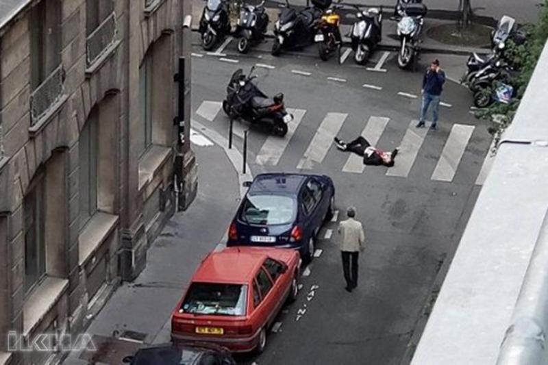 Paris'te bıçaklı saldırı: Ölü ve yaralılar var