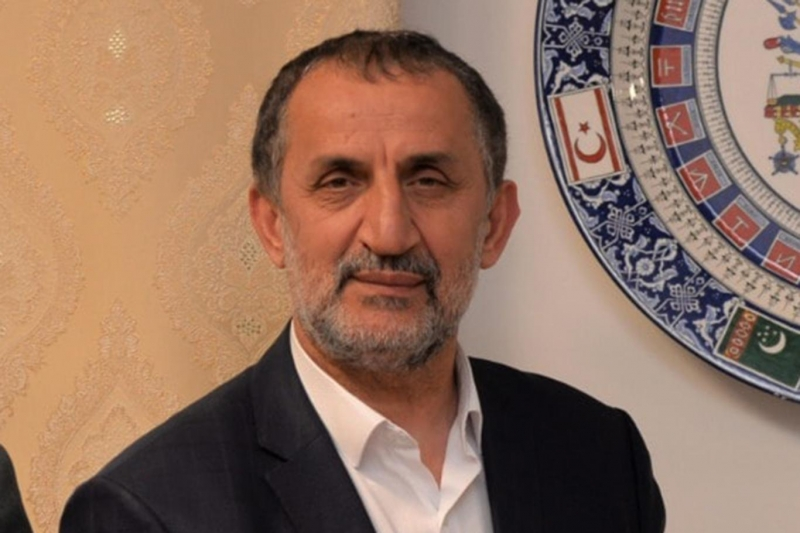 Tesettürü savunan MHP'li belediye başkanı partisinden ihraç edildi.