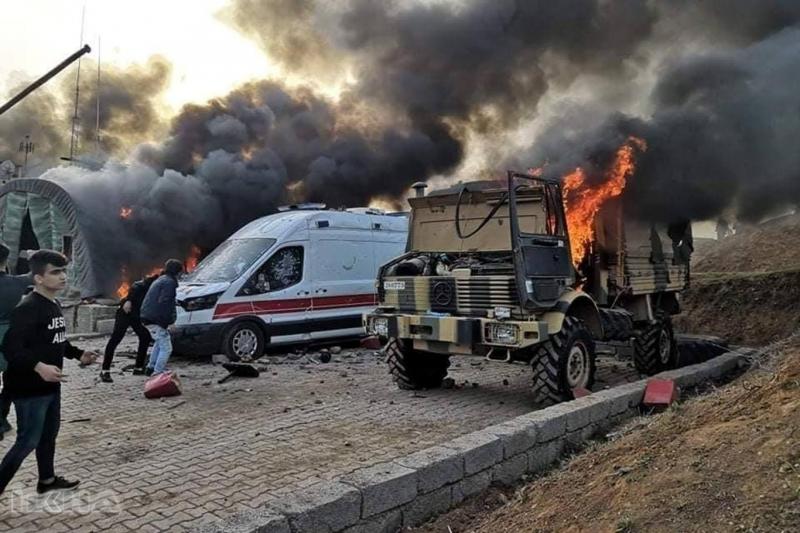 Türkiye'ye ait askeri üs yakıldı-VİDEO