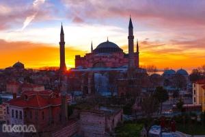 """""""Camiler İslam medeniyetinin simgelerindendir"""""""